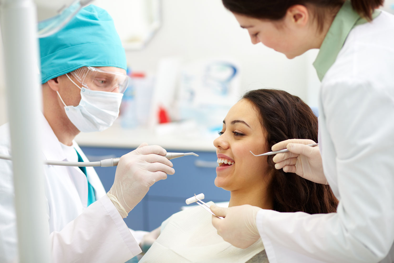 https://cliniquedentairegonesse.fr/wp-content/uploads/2018/03/chica_dentista.jpg
